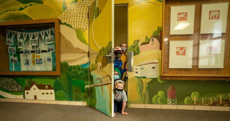 students in doorway at grant wood elementary school